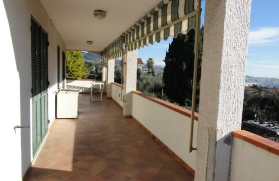 Villa Strada San Bartolomeo [RIF. V06]
