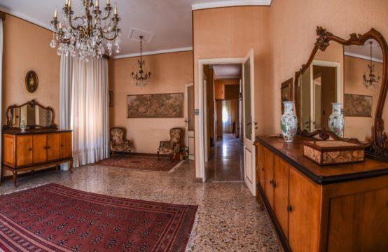 VALLECROSIA – Ampio appartamento in centro [RIF. MAR. L01]